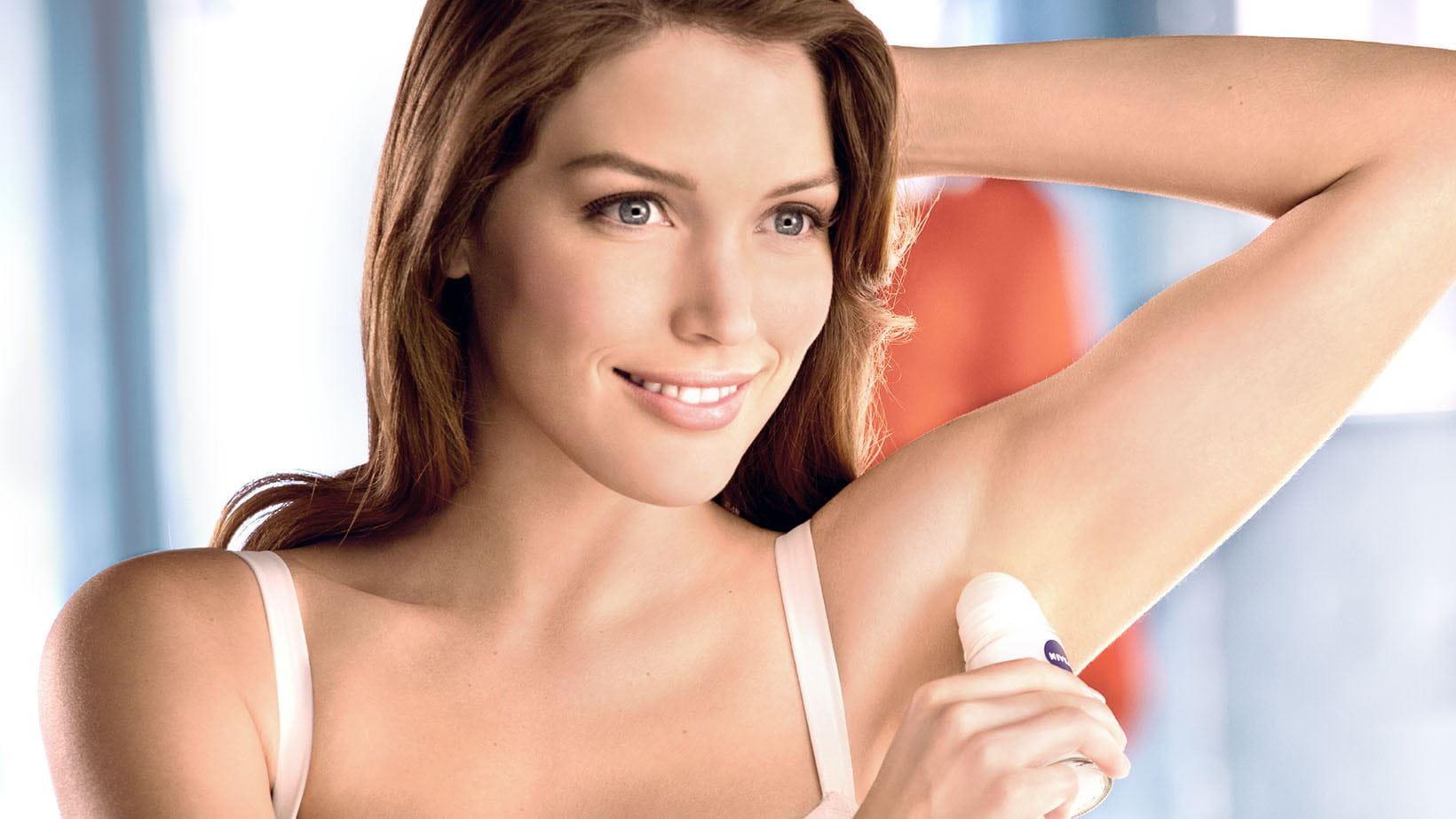Woman using pH-Balancing Deodorant