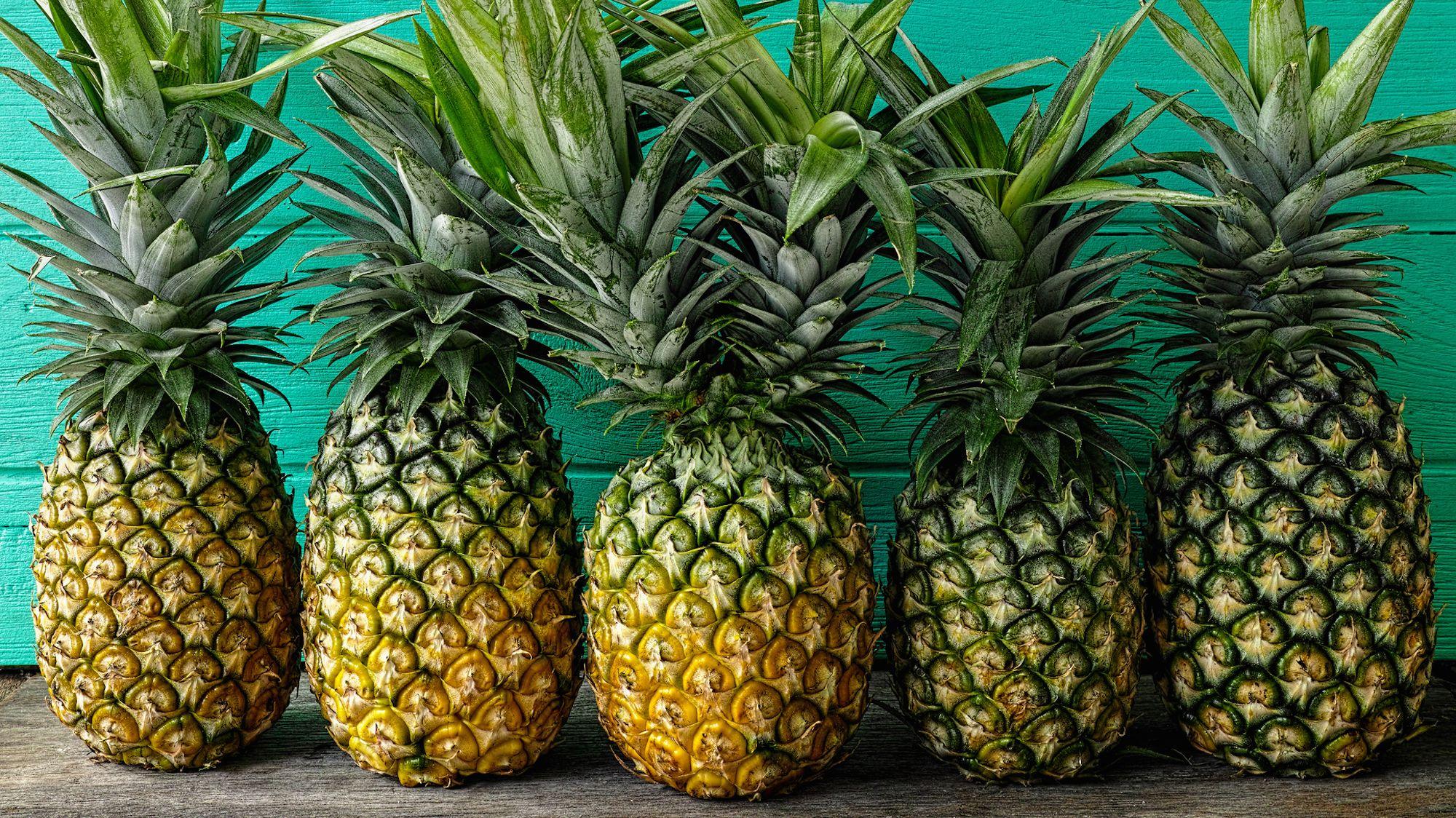 Choosing a Ripe Pineapple